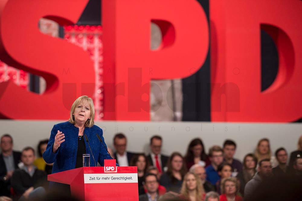 19 MAR 2017, BERLIN/GERMANY:<br /> Hannelore Kraft, SPD, Ministerpraesidentin Nordrhein-Westfalen, haelt eine Rede, a.o. Bundesparteitag, Arena Berlin<br /> IMAGE: 20170319-01-003<br /> KEYWORDS: party congress, social democratic party, speech