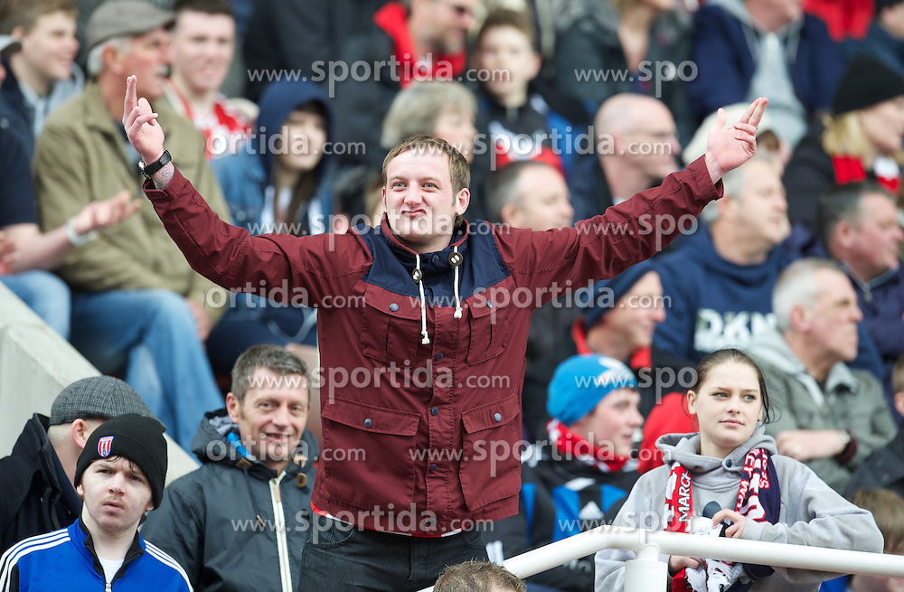 14.04.2013, Britannia Stadion, Stoke on Trent, ENG, Premier League, Stoke City vs Manchester United, 33. Runde, im Bild A Stoke City supporter makes a gesture towards the Manchester United fans during the English Premier League 33th round match between Stoke City FC and Manchester United at the Britannia Stadium, Stoke on Trent, Great Britain on 2013/04/14. EXPA Pictures © 2013, PhotoCredit: EXPA/ Propagandaphoto/ David Rawcliffe..***** ATTENTION - OUT OF ENG, GBR, UK *****
