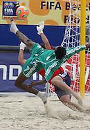 Footbal-FIFA Beach Soccer World Cup 2006 -  Open Oficial Games - ARG x NIG- Ibenegbu #07 and Marcelo Salgueiro #01  Rio de Janeiro, Brazil - 02/11/2006.<br />Mandatory Credit: FIFA/Ricardo Ayres