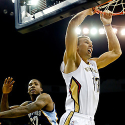 Dec 13, 2013; New Orleans, LA, USA; New Orleans Pelicans power forward Lou Amundson (17) dunks over Memphis Grizzlies power forward Ed Davis (32) during the second quarter of a game at New Orleans Arena. Mandatory Credit: Derick E. Hingle-USA TODAY Sports
