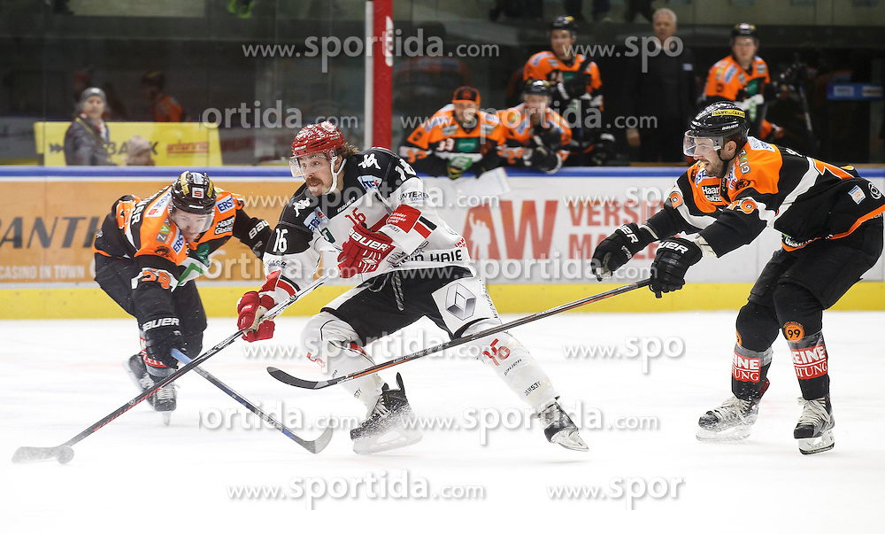 02.12.2016, Merkur Eisarena, Graz, AUT, EBEL, Moser Medical Graz 99ers vs HC TWK Innsbruck Die Haie, 25. Runde, im Bild Alexander Feichtner (#58, Moser Medical Graz 99ers), Austin Smith (#16, HC TWK Innsbruck) und Kyle Beach (#19, Moser Medical Graz 99ers) // during the Erste Bank Icehockey League 25th Round match between Moser Medical Graz 99ers and HC TWK Innsbruck at the Merkur Ice Arena, Graz, Austria on 2016/12/02, EXPA Pictures © 2016, PhotoCredit: EXPA/ Erwin Scheriau