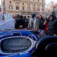 Antifascisti contro  la manifestazione di Salvini