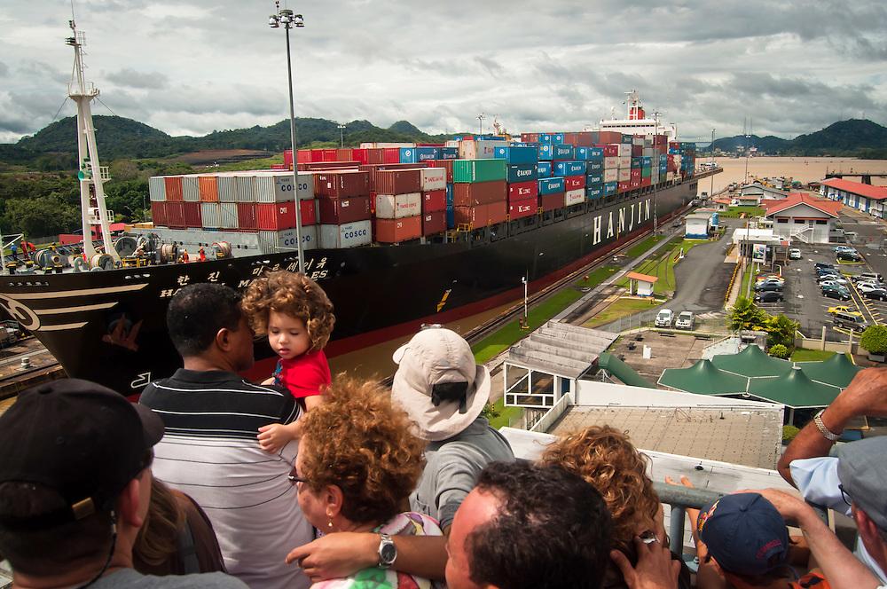 PANAMA CANAL LOCKS / CANAL DE PANAM¡.Photography by Aaron Sosa.Panama City, Panama 2010.(Copyright © Aaron Sosa)