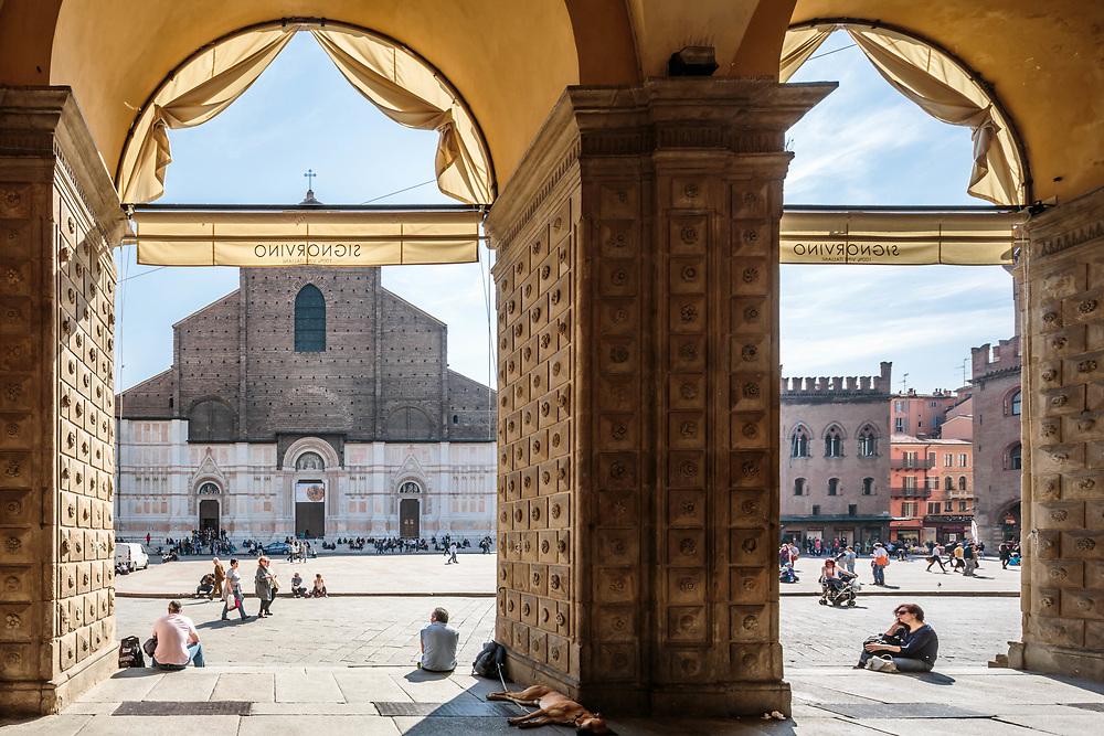 31 MAR 2017 - Bologna - Piazza Maggiore: portici del palazzo del Podestà e Basilica di San Petronio.