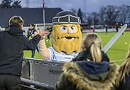 FODBOLD: Maskotten Holger Danske før kampen i ALKA Superligaen mellem FC Helsingør og Lyngby Boldklub den 9. december 2017 på Helsingør Stadion. Foto: Claus Birch