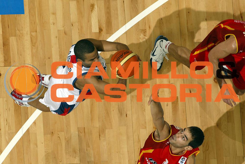 DESCRIZIONE : Belgrado Belgrade Eurobasket Men 2005 Francia Spagna<br /> GIOCATORE : Parker<br /> SQUADRA : Francia France<br /> EVENTO : Eurobasket Men 2005 Campionati Europei Uomini 2005<br /> GARA : Francia Spagna France Spain<br /> DATA : 25/09/2005<br /> CATEGORIA :<br /> SPORT : Pallacanestro<br /> AUTORE : Ciamillo&amp;Castoria/Fiba Europe Pool