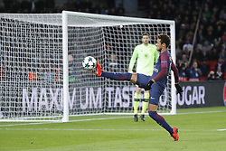 November 22, 2017 - Paris, Ile de France, France - Neymar da Silva Santos Junior - Neymar Jr (PSG) loupe la recuperation de balle (Credit Image: © Panoramic via ZUMA Press)