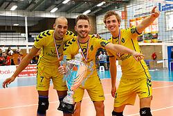 20140928 NED: Supercup, Landstede Volleybal - Kootfin Taurus: Sneek<br /> Landstede Volleybal wint de Supercup 2014, Fabian Dossett (7), Frank Lubberts (2), Sandor van Straten (4) of Landstede Volleybal<br /> ©2014-FotoHoogendoorn.nl / Pim Waslander