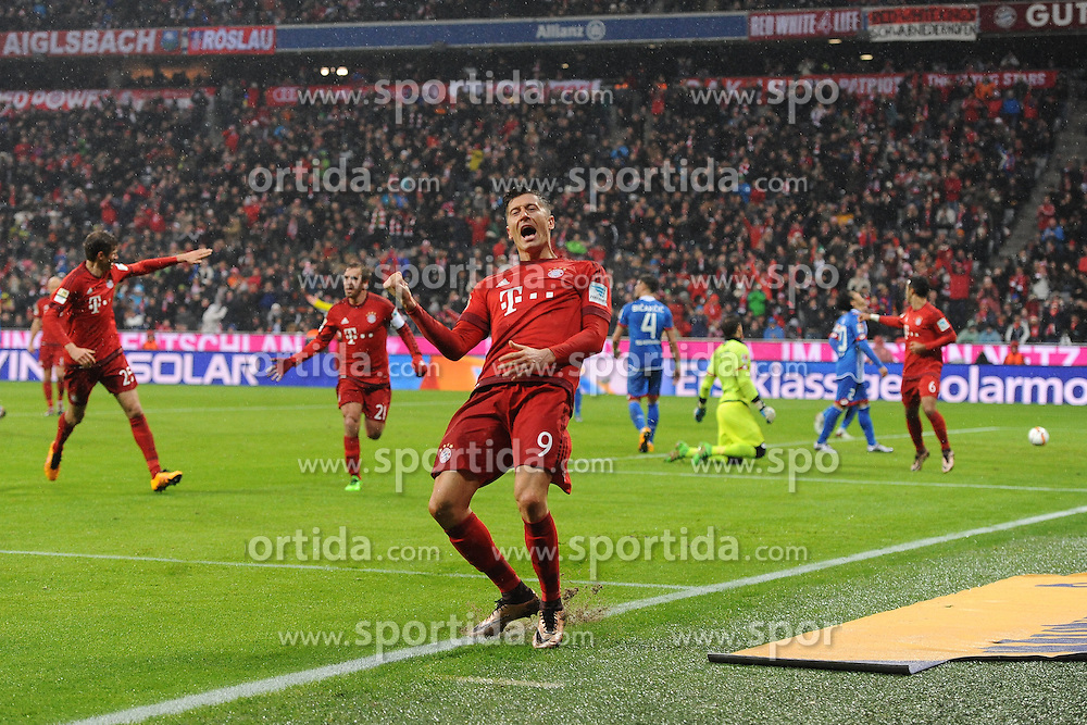 31.01.2016, Allianz Arena, Muenchen, GER, 1. FBL, FC Bayern Muenchen vs TSG 1899 Hoffenheim, 19. Runde, im Bild Torjubel bei Robert Lewandowski (FC Bayern Muenchen) nach seinem Treffer zum 2:0 // during the German Bundesliga 19th round match between FC Bayern Munich and TSG 1899 Hoffenheim at the Allianz Arena in Muenchen, Germany on 2016/01/31. EXPA Pictures &copy; 2016, PhotoCredit: EXPA/ Eibner-Pressefoto/ Stuetzle<br /> <br /> *****ATTENTION - OUT of GER*****
