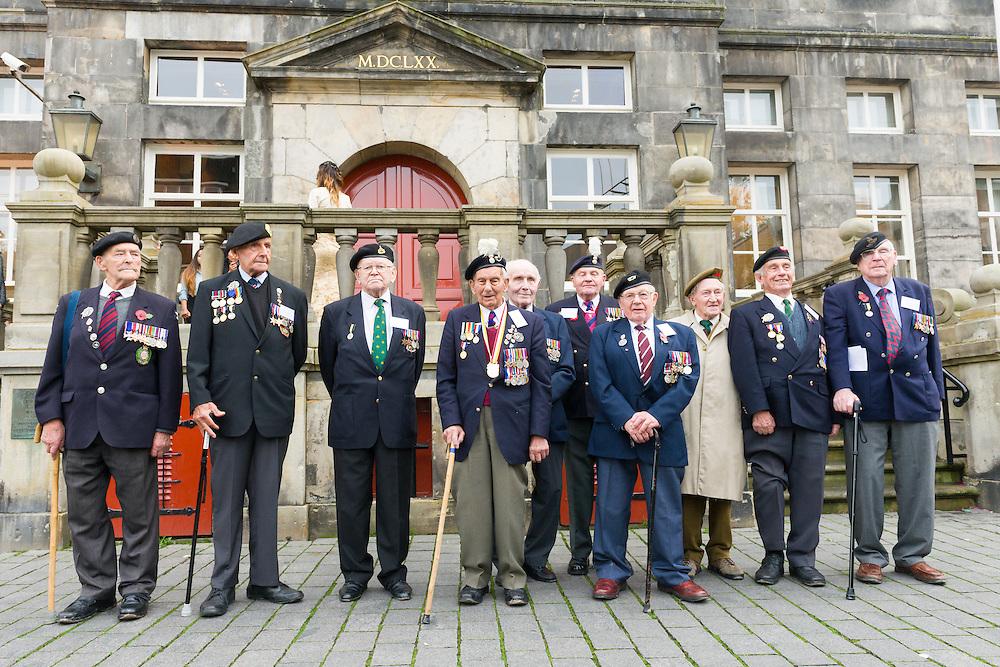 Nederland, Den Bosch, 20141024.<br /> 10 van de 12 veteranen die nog naar Den Bosch zijn gekomen voor de herdenking van 70 jaar bevrijding.<br /> <br /> de laatste gezamenlijke herdenking van &rsquo;s-Hertogenbosch en de bevrijders van de stad in 1944, The Royal Welsh.<br /> Als eerbetoon aan de Royal Welsh wordt een nieuwe brug over de Dieze in de stad genoemd naar hen: The Royal Welsh Brug.<br /> De offici&euml;le onthulling van de naam van de brug is na een spectaculaire overmeestering van de brug door onder andere de luchtmobiele brigade van het Regiment van Heutsz. Hierbij worden helikopters en vaartuigen ingezet. Gevolg door een fly pass van een drietal historische vliegtuigen van Vliegend Museum Seppe.<br /> <br /> Netherlands, Den Bosch, 20141024.<br /> the last joint commemoration of 's-Hertogenbosch and the liberators of the city in 1944, The Royal Welsh. <br /> As a tribute to the Royal Welsh is a new bridge over the Dieze in the city named after them: The Royal Welsh Bridge. <br /> The official unveiling of the name of the bridge after a spectacular conquest of the bridge including the brigade Regiment Heutsz. These are helicopters and vessels deployed. Followed by a fly pass of three historic aircraft Flying Museum Seppe.