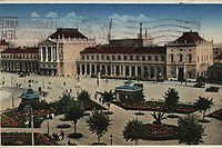 Zagreb : Glavni kolodvor. <br /> <br /> ImpresumZagreb : Naklada [1935].<br /> Materijalni opis1 razglednica : tisak ; 9 x 14,1 cm.<br /> NakladnikNaklada Orient<br /> Mjesto izdavanjaZagreb<br /> Vrstavizualna građa • razglednice<br /> ZbirkaGrafička zbirka NSK • Zbirka razglednica<br /> Formatimage/jpeg<br /> PredmetZagreb –– Trg kralja Tomislava<br /> SignaturaRZG-TOM-42<br /> Obuhvat(vremenski)20. stoljeće<br /> NapomenaRazglednica je putovala 1935 godine.<br /> PravaJavno dobro<br /> Identifikatori000953687<br /> NBN.HRNBN: urn:nbn:hr:238:592588 <br /> <br /> Izvor: Digitalne zbirke Nacionalne i sveučilišne knjižnice u Zagrebu