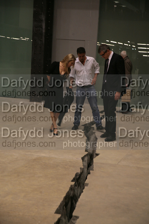 SAM TAYLOR WOOD, ?  AND JAY JOPLING, Doris Salcedo  installation and Louise Bourgeois - private view. Dinner afterwards for the Louise Bourgeois exhibition. Tate Modern, London, SE1,-DO NOT ARCHIVE-© Copyright Photograph by Dafydd Jones. 248 Clapham Rd. London SW9 0PZ. Tel 0207 820 0771. www.dafjones.com.