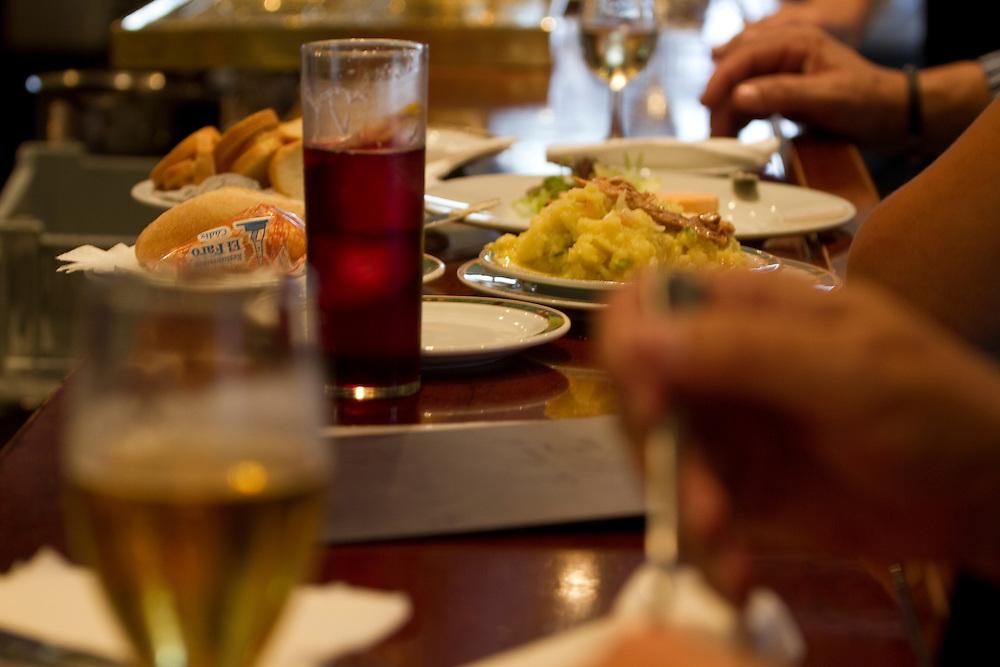 Tapas at El Faro de Cádiz restaurant, in La Viña, Cadiz, Andalucía, Spain.