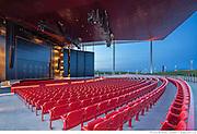 L'Amphithéâtre de Trois-Rivières - Architecte concepteur : Paul Laurendeau - Photographie © Marc Gibert / adecom.ca Médaille du Gouverneur général Architecture 2016 Coup de coeur du jury, Institut canadien de la construction en acier (ICCA) 2015 Prix d'excellence, Canadian Architect 2013 - Médaille du Gouverneur général Architecture 2016 - Coup de coeur du jury, Institut canadien de la construction en acier (ICCA) 2015 - Prix d'excellence, Canadian Architect 2013