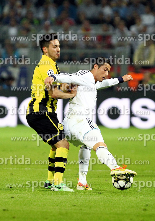 24.04.2013, Signal Iduna Park, Dortmund, GER, UEFA CL, Borussia Dortmund vs Real Madrid, Halbfinale, Hinspiel, im Bild Ilkay GUENDOGAN (Borussia Dortmund) im Zweikampf mit Cristiano RONALDO (Real Madrid), Aktion/ Action // during UEFA Champions League 1st Leg Semifinal Match between Borussia Dortmund and Real Madrid at the Signal Iduna Park, Dortmund, Germany on 2013/04/24. EXPA Pictures © 2013, PhotoCredit: EXPA/ Eibner/ Alexander Neis..***** ATTENTION - OUT OF GER *****