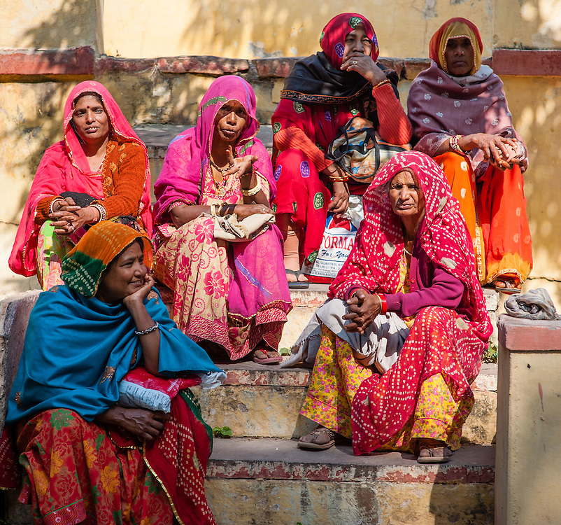 Indian women in colorful saris in Bundi (India)