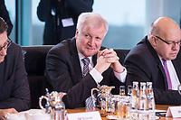 14 MAR 2018, BERLIN/GERMANY:<br /> Horst Seehofer, CSU, Bundesminister des Innern, fuer Bau und Heimat, vor Beginn der ersten Sitzung des Kabinetts Merkel IV, Kabinettsaal, Bundeskanzleramt<br /> IMAGE: 20180314-02-020<br /> KEYWORDS: Kabinett, Kabinettsitzung, Sitzung,, neues Kabinett