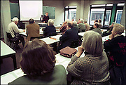 Nederland, Nijmegen, 11-3-2004..Hoger onderwijs voor ouderen, HOVO, aan de universiteit van Nijmegen. Leren na pensioen, kennis..Foto: Flip Franssen/Hollandse Hoogte