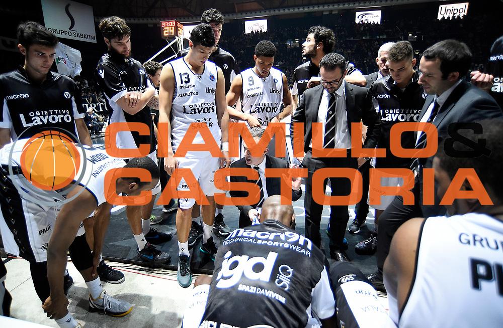 DESCRIZIONE : Casalecchio di Reno (BO) Campionato Lega A 2015-16 Obiettivo Lavoro Virtus Bologna Acqua Vitasnella Cantu'<br /> GIOCATORE : Giorgio Valli<br /> CATEGORIA : Allenatore Coach Time Out Fair Play Mani<br /> SQUADRA : Obiettivo Lavoro Virtus Bologna<br /> EVENTO : Campionato Lega A 2015-16<br /> GARA : Obiettivo Lavoro Virtus Bologna Acqua Vitasnella Cantu'<br /> DATA : 23/12/2015<br /> SPORT : Pallacanestro <br /> AUTORE : Agenzia Ciamillo-Castoria/A.Giberti<br /> Galleria : Campionato Lega A 2015-16  <br /> Fotonotizia : Casalecchio di Reno (BO) Campionato Lega A 2015-16 Obiettivo Lavoro Virtus Bologna Acqua Vitasnella Cantu'<br /> Predefinita :