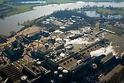 Nederland, Gelderland, Renkum, 11-02-2008; industrieel complex aan de Neder-Rijn: papierfabriek van Norske Skog, voorheen Parenco, enige producent van krantenpapier in Nederland; de fabriek heeft eigen trafo-station voor aanvoer elektriciteit van het landelijke net en waterzuiverinsinstallatie; neder rijn, nederrijn, papierfabriek, papierfabricage, papierproducent, papier, grondstoffen, hout, bomen;..luchtfoto (toeslag); aerial photo (additional fee required); .foto Siebe Swart / photo Siebe Swart