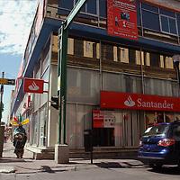 Toluca, Mex.- Bancos y barios comercios permanecieron serrados por el adelanto del día festivo del 21 de marzo.  <br /> <br /> Agencia MVT / José Hernández. (DIGITAL)<br /> <br /> <br /> <br /> NO ARCHIVAR - NO ARCHIVE