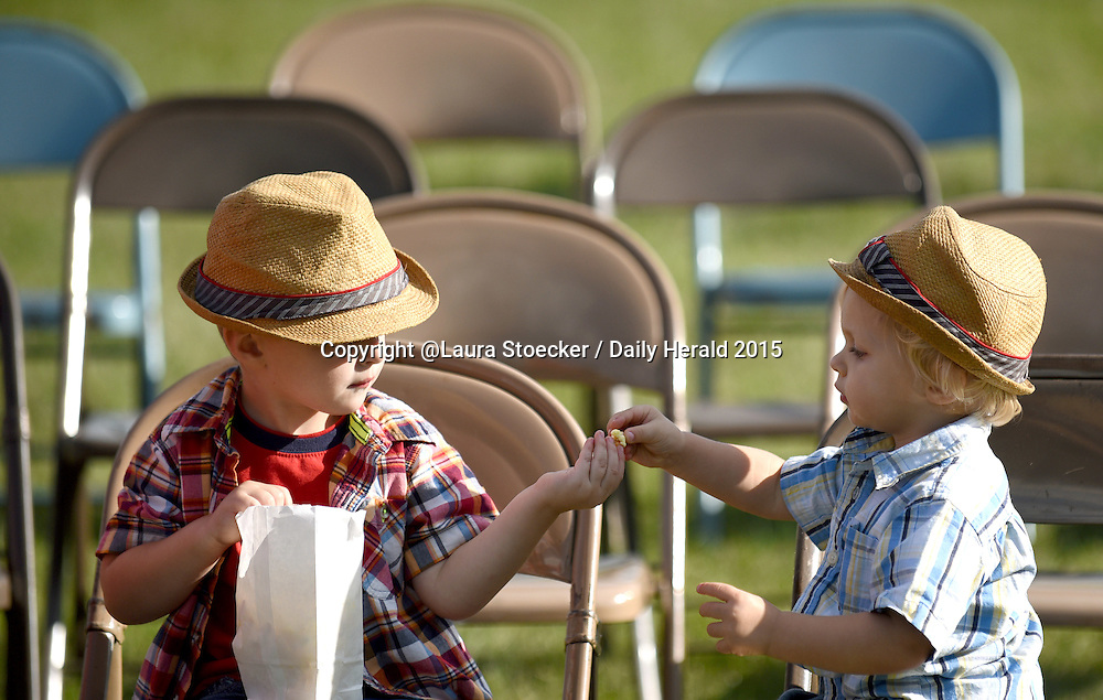 Laura Stoecker/lstoecker@dailyherald.com<br /> Chase Unterman, 5, of Elburn, left, shares a bag of popcorn with little brother, Camden, 1, at the 5th annual United Fall Fest on the grounds of Congregational United Church of Christ in Campton Hills.