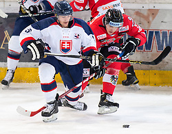 12.02.2016, Olympiaworld, Innsbruck, AUT, Euro Ice Hockey Challenge, Österreich vs Slowakei, im Bild Andrej Kudrna (SVK) und Daniel Woger (AUT) // Juraj Majdan of Slovakia and Daniel Woger of Austria during the Euro Icehockey Challenge Match between Austria and Slovakia at the Olympiaworld in Innsbruck, Austria on 2016/02/12. EXPA Pictures © 2016, PhotoCredit: EXPA/ Jakob Gruber