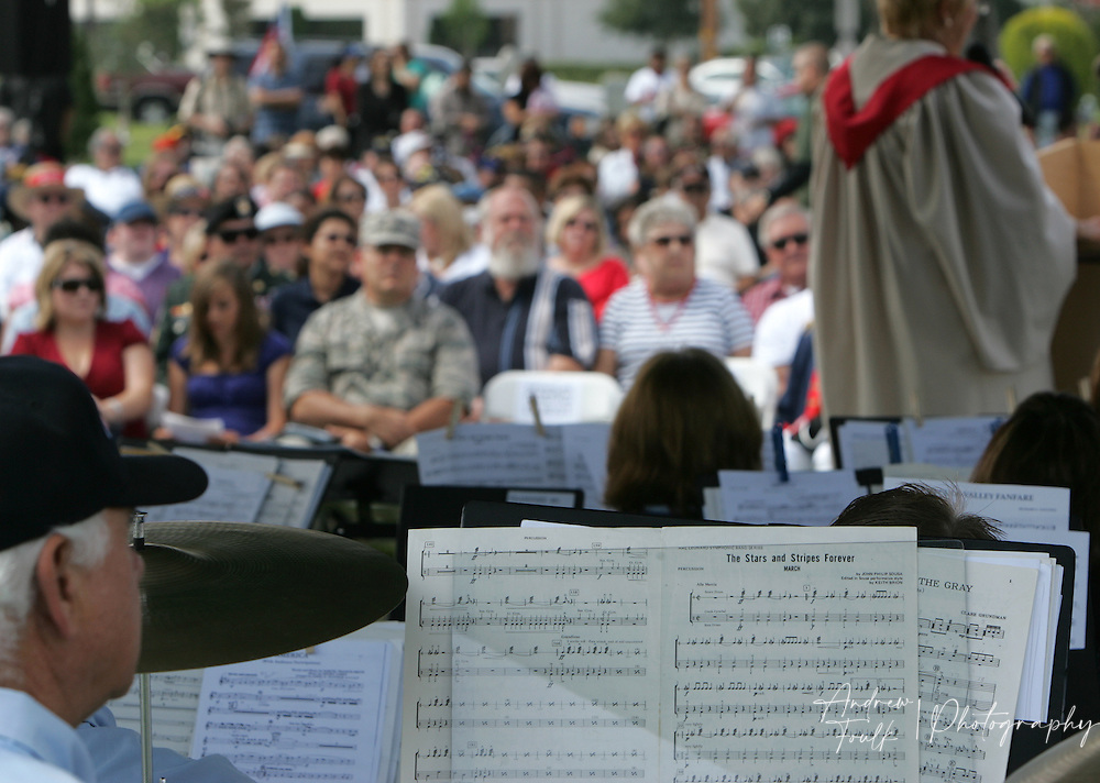 "/Andrew Foulk/ For the Californian/.The audience listens as the Temecula Valley Winds, play ""Stars and Stripes Forever"" during the Lake Elsinore cemetery Memorial Day ceremony."