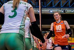 01-04-2017 NED:  CEV U18 Europees Kampioenschap vrouwen dag 1, Arnhem<br /> Nederland - Bulgarije verliest met 1-3 / Sarah van Aalen #10
