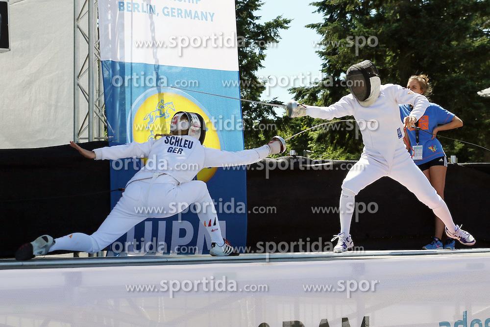 30.06.2015, Olympiapark Berlin, Berlin, GER, moderner Fünfkampf WM, Staffelbewerb Damen, im Bild Annika Schleu (TSV Spandau, li.) gegen Eliska Priblylova (Tschechien) // during Women's relay race of the the world championship of Modern Pentathlon at the Olympiapark Berlin in Berlin, Germany on 2015/06/30. EXPA Pictures © 2015, PhotoCredit: EXPA/ Eibner-Pressefoto/ Hundt<br /> <br /> *****ATTENTION - OUT of GER*****
