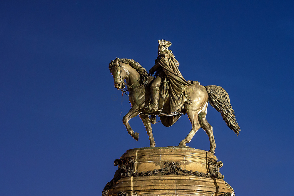Washington Monument sculpture at Eakins Oval, Pennsylvania, USA