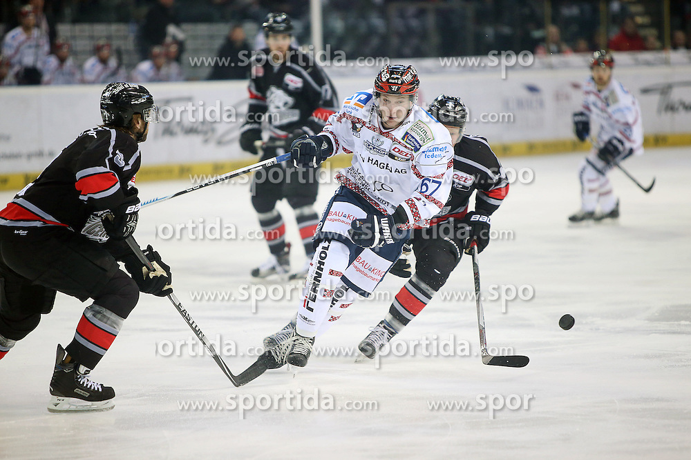 22.03.2016, Arena Nuernberger Versicherung, Nuernberg, GER, DEL, Thomas Sabo Ice Tigers vs Iserlohn Roosters, Viertelfinale, 4. Spiel, im Bild Trikotnr.: 67 Marko Friedrich - Iserlohn Roosters, #14 Alexander Oblinger - Ice Tigers Nuernberg, Foto: Foerster/Eibner-Pressefoto // during the German DEL Icehockey League 4th quaterfinal match between Thomas Sabo Ice Tigers and Iserlohn Roosters at the Arena Nuernberger Versicherung in Nuernberg, Germany on 2016/03/22. EXPA Pictures &copy; 2016, PhotoCredit: EXPA/ Eibner-Pressefoto/ Foerster<br /> <br /> *****ATTENTION - OUT of GER*****