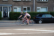 In Utrecht rijden een man en een vrouw op racefietsen.<br /> <br /> In Utrecht a man and woman are riding on road bikes.