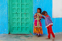 Inde, Gujarat, Kutch, village de Hodka, population d'ethnie Harijan // India, Gujarat, Kutch, Hodka village, Harijan ethnic group