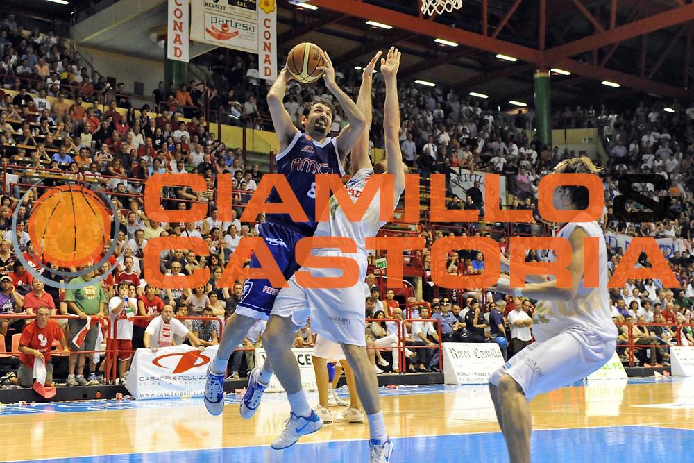 DESCRIZIONE : Forli LNP Lega Nazionale Pallacanestro Serie A Dilettanti 2009-10 Playoff Finale Gara5 Vemsistemi Forli Amori Fortitudo Bologna<br /> GIOCATORE : Silvio Gigena<br /> SQUADRA : Amori Fortitudo Bologna<br /> EVENTO : Lega Nazionale Pallacanestro 2009-2010 <br /> GARA : Vemsistemi Forli Amori Fortitudo Bologna<br /> DATA : 16/06/2010<br /> CATEGORIA : tiro<br /> SPORT : Pallacanestro <br /> AUTORE : Agenzia Ciamillo-Castoria/M.Marchi<br /> Galleria : Lega Nazionale Pallacanestro 2009-2010 <br /> Fotonotizia : Forli LNP Lega Nazionale Pallacanestro Serie A Dilettanti 2009-10 Playoff Finale Gara5 Vemsistemi Forli Amori Fortitudo Bologna<br /> Predefinita :