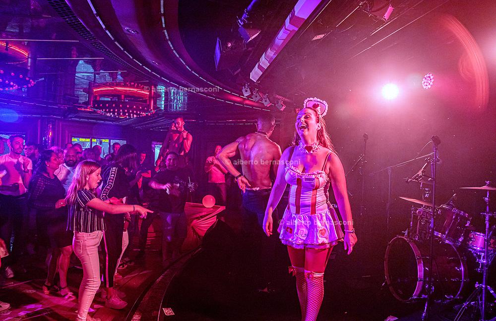 COSTA CROCIERE:. disco night called sexy night