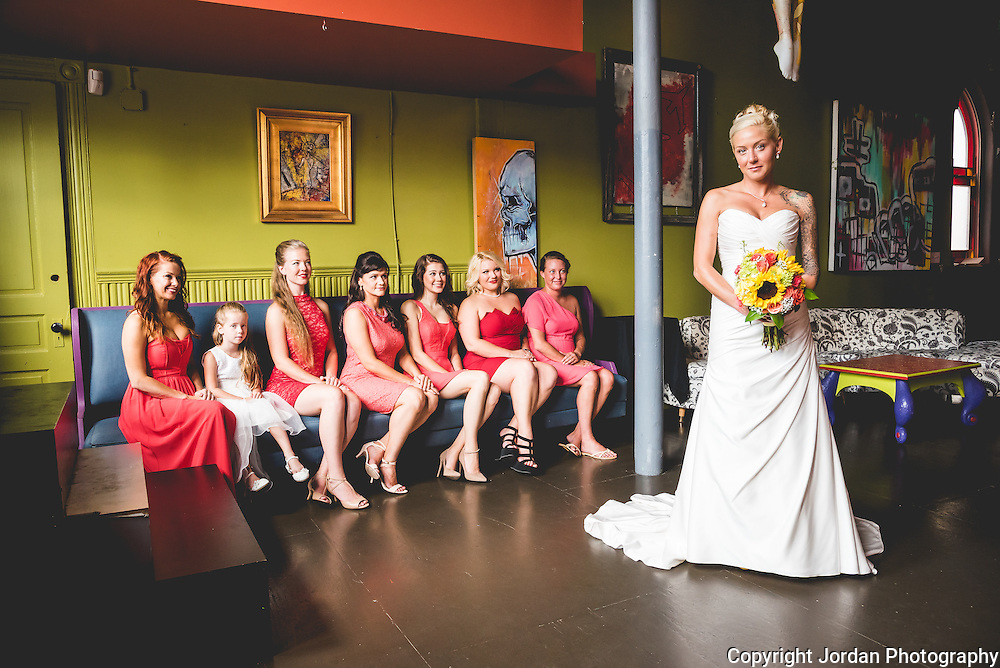 Covington Kentucky wedding at Leapin' Lizard Lounge in Mainstarsse Village