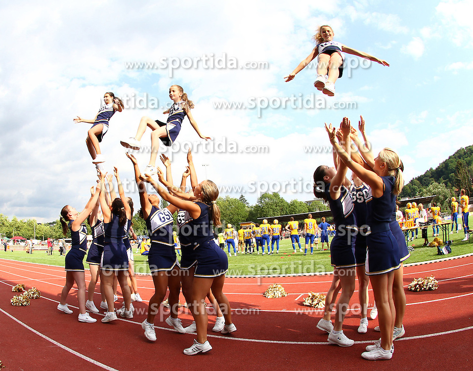 25.07.2010, Wetzlar Stadion, Wetzlar, GER, Football EM 2010, Team Sweden vs Team France, im Bild Stunt der Cheerleader,  EXPA Pictures © 2010, PhotoCredit: EXPA/ T. Haumer / SPORTIDA PHOTO AGENCY