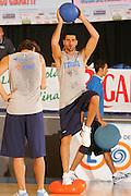 DESCRIZIONE : Bormio Ritiro Nazionale Italiana Maschile Preparazione Eurobasket 2007 Allenamento <br /> GIOCATORE : Matteo Soragna<br /> SQUADRA : Nazionale Italia Uomini EVENTO : Bormio Ritiro Nazionale Italiana Uomini Preparazione Eurobasket 2007 GARA :<br /> DATA : 24/07/2007 <br /> CATEGORIA : Allenamento <br /> SPORT : Pallacanestro <br /> AUTORE : Agenzia Ciamillo-Castoria/S.Silvestri <br /> Galleria : Fip Nazionali 2007 <br /> Fotonotizia : Bormio Ritiro Nazionale Italiana Maschile Preparazione Eurobasket 2007 Allenamento <br /> Predefinita :