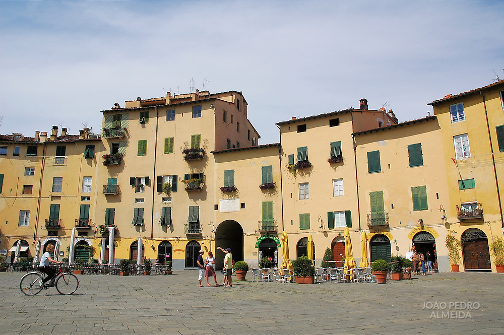 Yellow buildings at Lucca's round squareThe round square at Lucca's old town