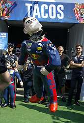 October 25, 2018 - Mexico-City, Mexico - Motorsports: FIA Formula One World Championship 2018, Grand Prix of Mexico, .#33 Max Verstappen (NLD, Aston Martin Red Bull Racing) smashes a pinata  (Credit Image: © Hoch Zwei via ZUMA Wire)