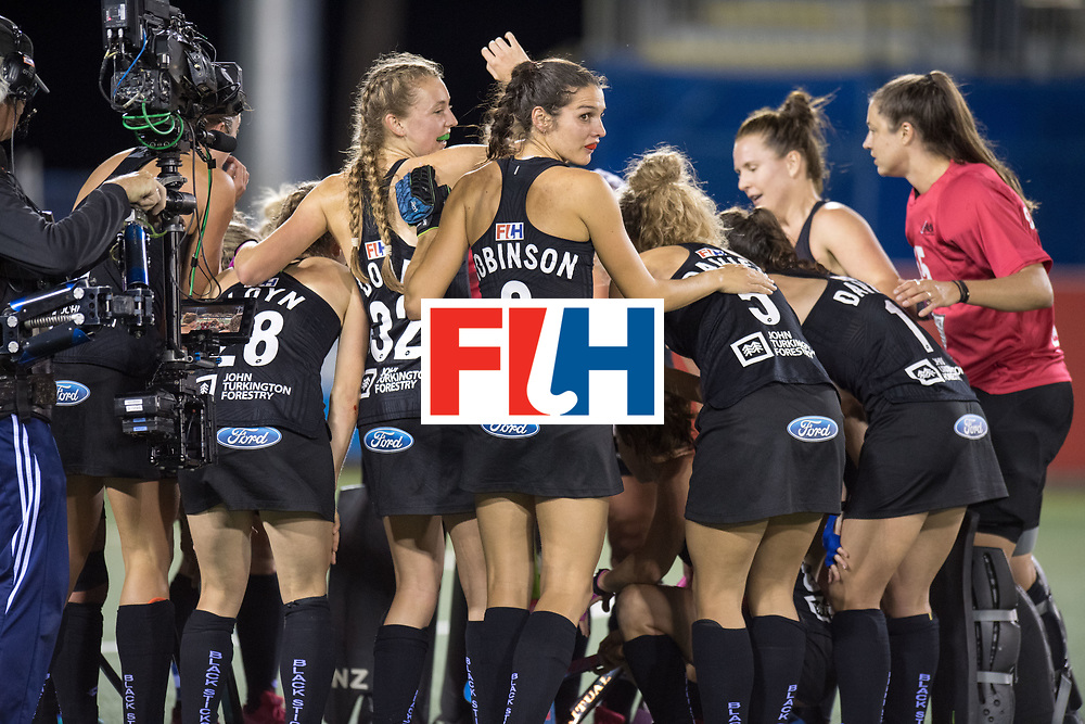 AUCKLAND - Sentinel Hockey World League final women<br /> Match id: 10304<br /> 14 ARG v NZL 1-2<br /> Foto: party time voor New Zealand , Amy Robinson watching her back.<br /> WORLDSPORTPICS COPYRIGHT FRANK UIJLENBROEK