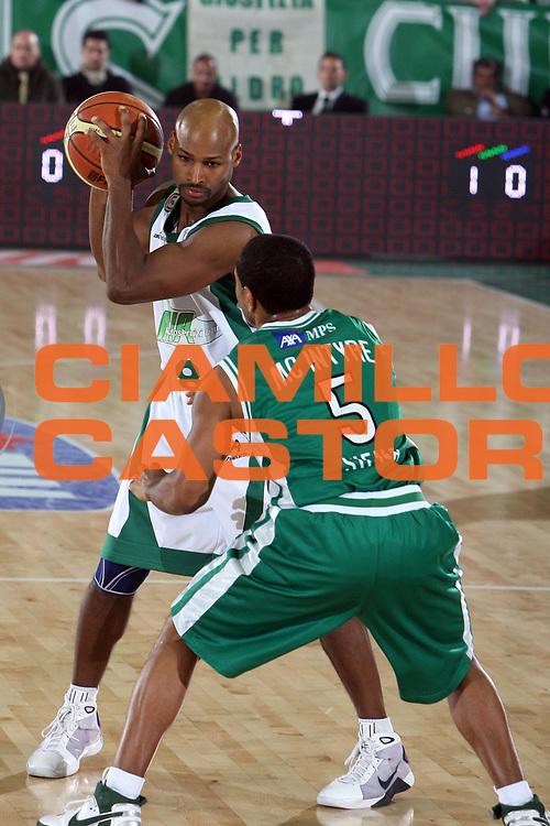 DESCRIZIONE : Avellino Lega A1 2008-09 Air Avellino Montepaschi Siena<br /> GIOCATORE : Travis Best<br /> SQUADRA : Air Avellino<br /> EVENTO : Campionato Lega A1 2008-2009<br /> GARA : Air Avellino Montepaschi Siena<br /> DATA : 07/12/2008<br /> CATEGORIA :<br /> SPORT : Pallacanestro<br /> AUTORE : Agenzia Ciamillo-Castoria/E.Castoria
