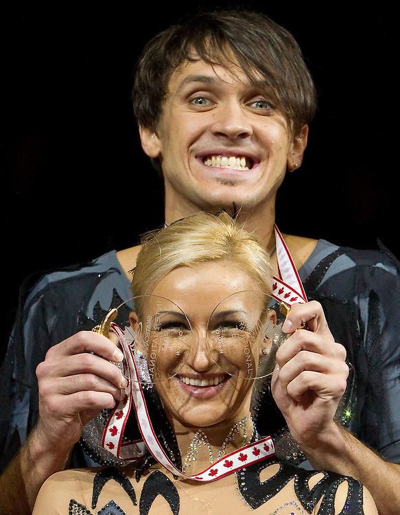 GJR404 -20111029- Mississauga, Ontario,Canada-  Gold medalists Tatiana Volosozhar and Maxim Trankov of Russia have fun with their medals following their win in the pairs competition at Skate Canada International, in Mississauga, Ontario, October 29, 2011.<br /> AFP PHOTO/Geoff Robins