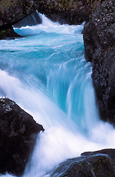 "Patagonia, Argentina. 01/2004.Cachoeira no ""Rio de Las Vueltas , proximo ao Lago do deserto, com suas aguas azuis do degelo. Parque Nacional Los Glaciares, El Chalten, Provincia de Santa Cruz. Patagonia e uma regiao natural no extremo sul do continente americano que abarca a parte sul do Chile e da Argentina, incluindo os chamados Andes patagonicos./ Waterfall in Las Vueltas River, near the Desert Lake, with its blue thawing water. Glaciers National Park, El Chalten, Santa Cruz Province. Patagonia is the portion of South America in Argentina and Chile made up of the Andes mountains to the west and south, and plateaux and low plains to the east..Foto © Marcos Issa/Argosfoto"