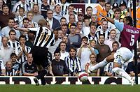 Photo: Olly Greenwood.<br />West Ham United v Newcastle United. The Barclays Premiership. 17/09/2006. Newcastle's Damien Duff scores