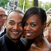 NLD/Amsterdam/20100801 - Inloop premiere musical Crazy Shopping, Jasmine Sendar en partner Ruben Heerenveen
