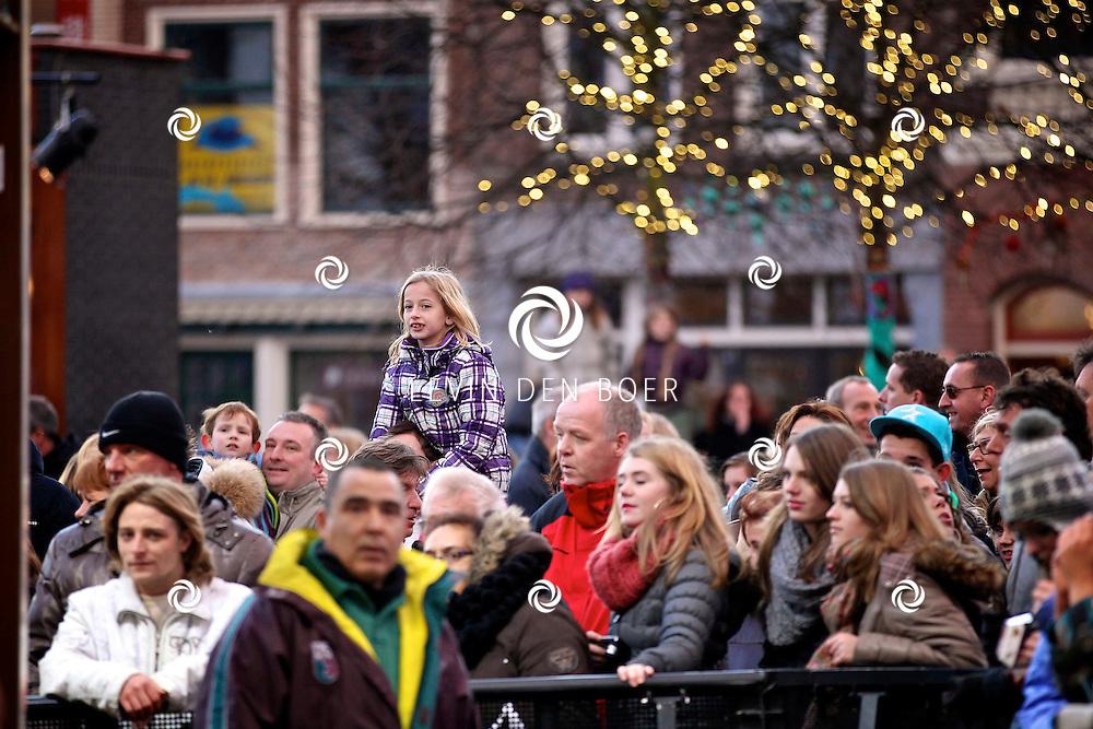 LEIDEN - De 3FM Serious Request actie is weer van start gegaan in Leiden.  Met op de foto bezoekers die naar het Glazenhuis zijn gekomen. FOTO LEVIN DEN BOER - PERSFOTO.NU