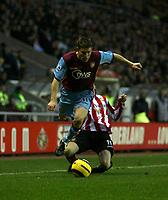 Photo: Andrew Unwin.<br />Sunderland v Aston Villa. The Barclays Premiership.<br />19/11/2005.<br />Aston Villa's James Milner (L) hops over a challenge from Sunderland's Andy Welsh (R).