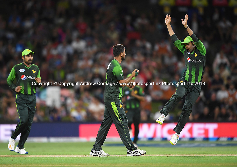 Pakistan bowler Rumman Raees (middle) celebrates with team mates the wicket of Bruce.<br /> Pakistan tour of New Zealand. T20 Series. 3rd Twenty20 international cricket match, Bay Oval, Mt Maunganui, New Zealand. Sunday 28 January 2018. &copy; Copyright Photo: Andrew Cornaga / www.Photosport.nz